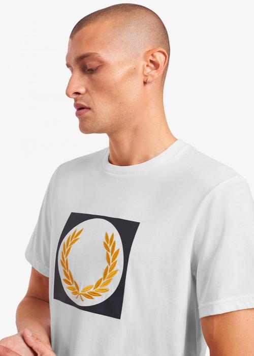 Camiseta Blanca Dibujo Laurel 2